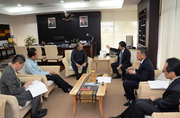 Minister of Industry of RI, Mohamad S. Hidayat accompanied by the Director General of IUBTT, Budi Darmadi  met with the Regional CEO for ASEAN, East Asia&Southwest Asia Marubeni Corporation, Mr. Michihiko Ota