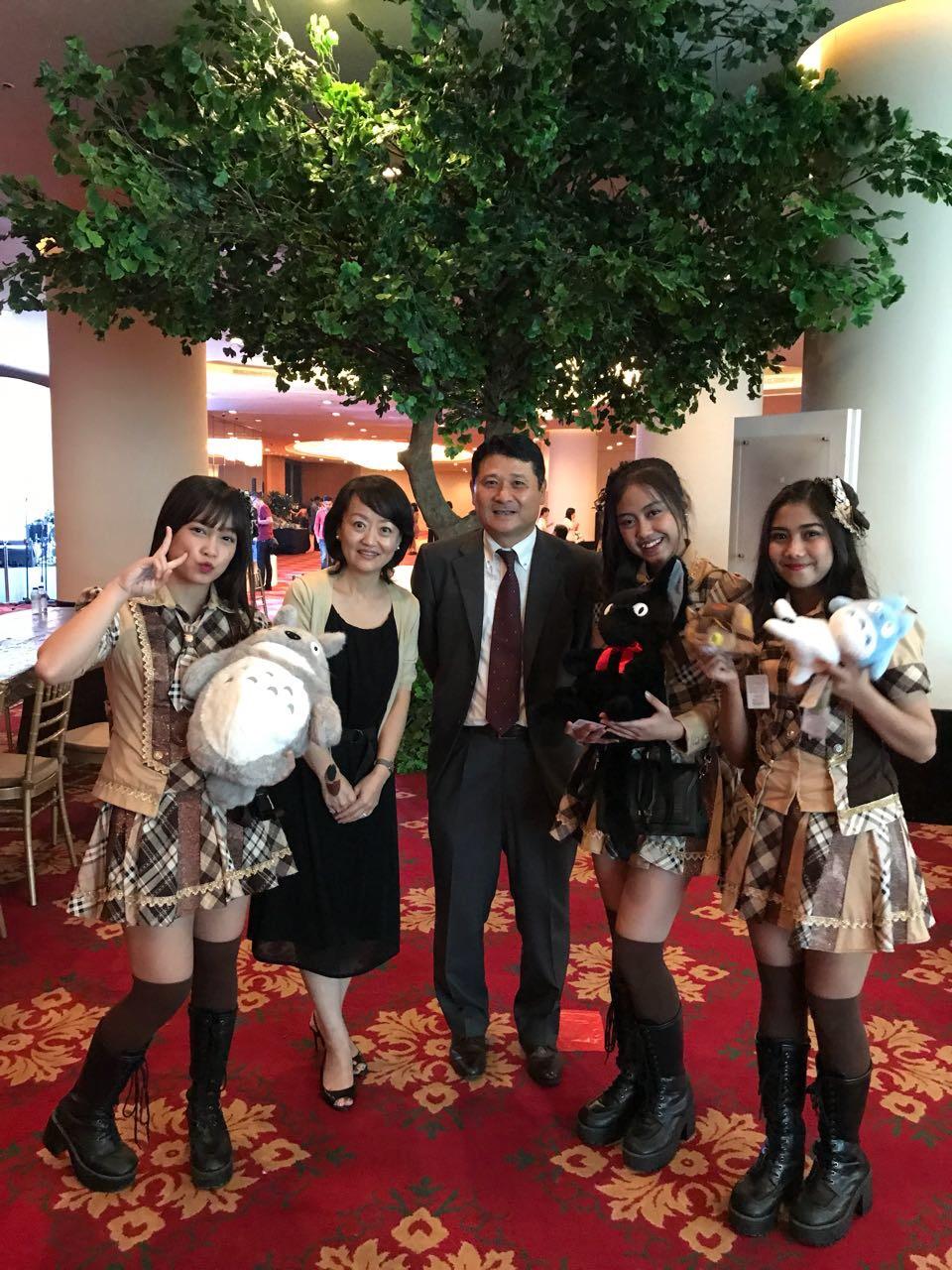 Mr. Akinobu Mizumoto (Finance Director) with JKT48 Acoustic members
